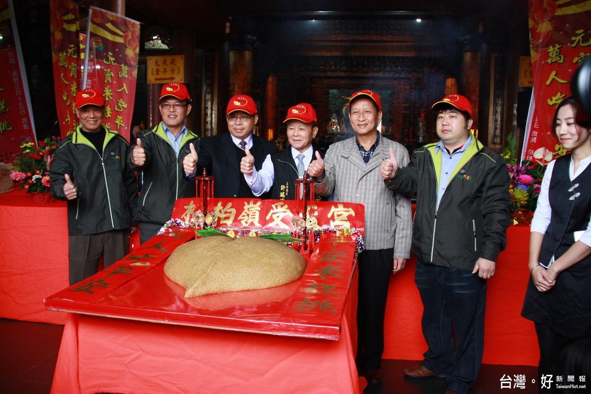 全國最大11988台斤米糕桃 邀萬名信眾吃平安