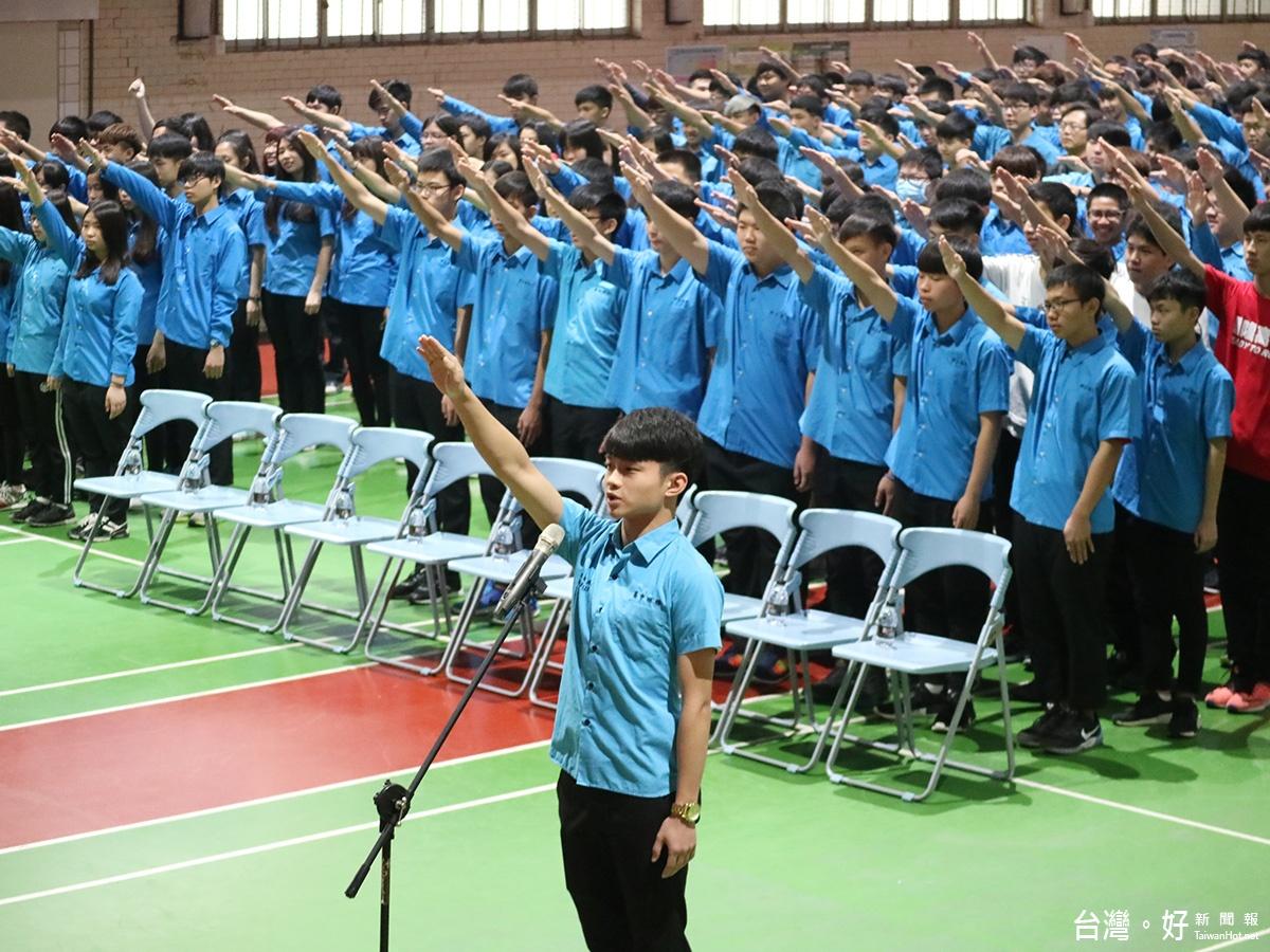 基隆高中反黑、反毒、反霸凌 學長林右昌返校帶領宣誓