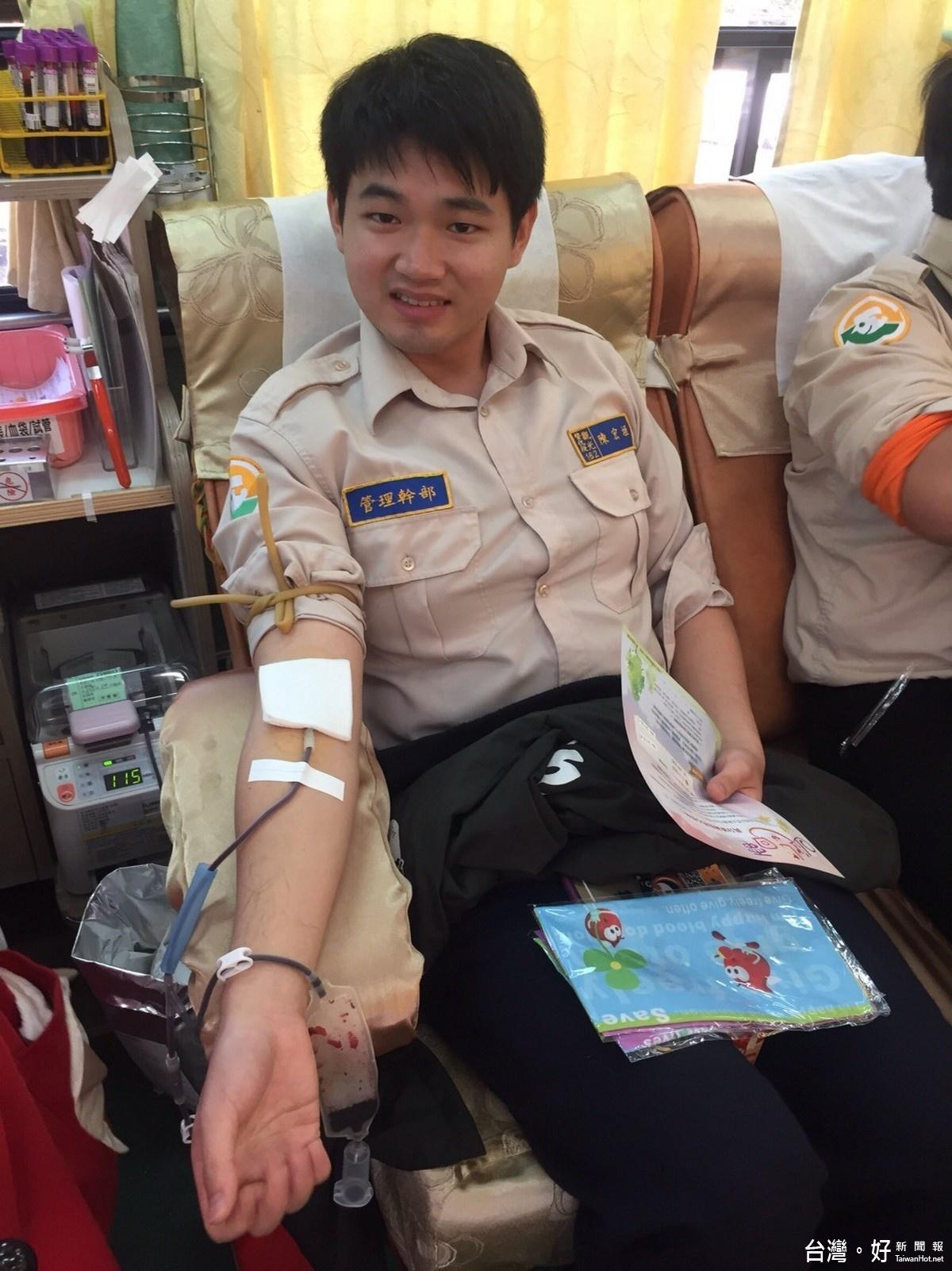 替代役挽袖捐熱血 呼籲民眾加入捐血行列
