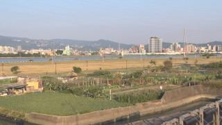 三重河濱公園草坪 李坤城爭建標準足球場
