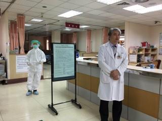 ▲民生醫院於院內進行防疫訓練。(圖/記者郭文君攝)