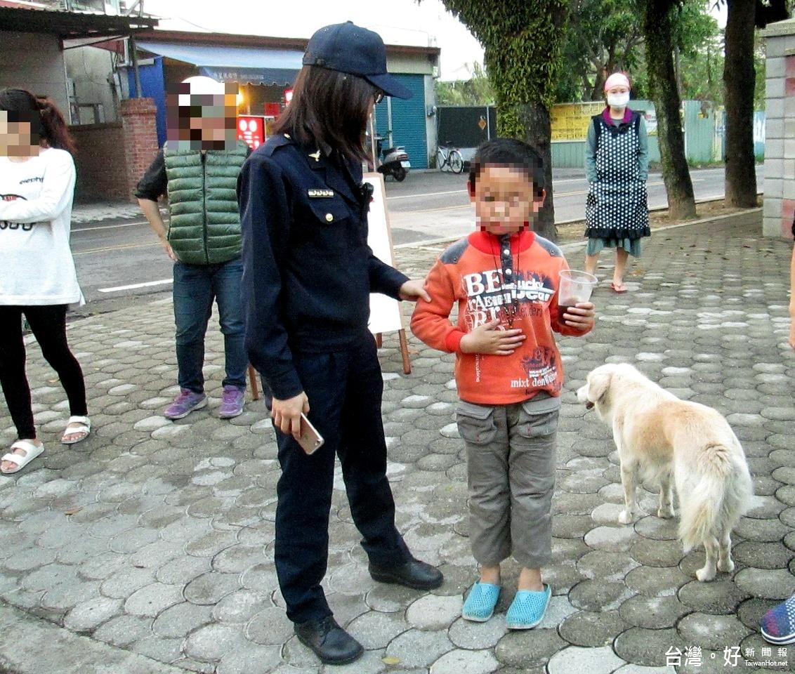 竹山5歲男童離家歷險 正妹警暖心護送返家