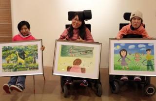 「讓藝術開啟心靈之窗」罕見心靈繪畫班特展,展出病友作品。(圖/記者黃村杉攝)