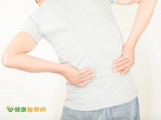 脊椎側彎易腰痠背痛 物理治療矯正運動可改善