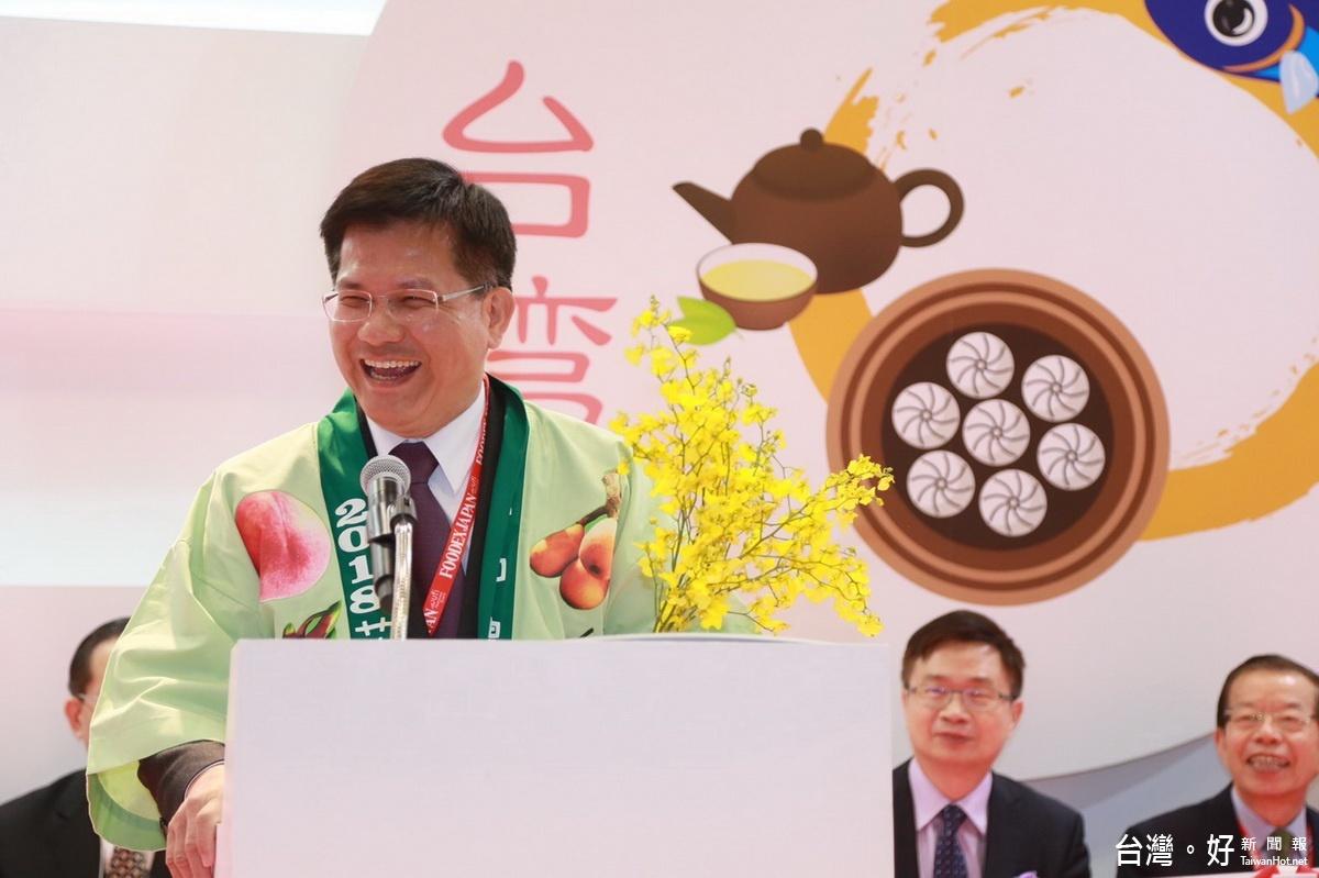 林佳龍東京身穿日式「水果裝」 行銷台中花卉與水果