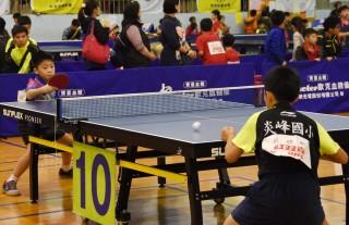 自由盃國小組團體桌球錦標賽於草屯開打。(記者扶小萍攝)