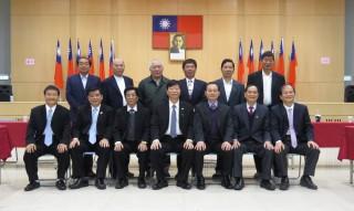 楊梅區農會順利選出,理事長傅鑫財(前排中)、常務監事許紅光(前排左三),記名續聘周宗維(前排右三)擔任總幹事。