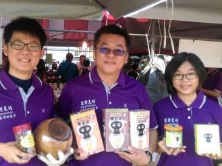 許益堂家族新推出的「黑皮纖穀茶」系列,有黑豆、檸檬、糙米、牛蒡等新品,好茶雙享。
