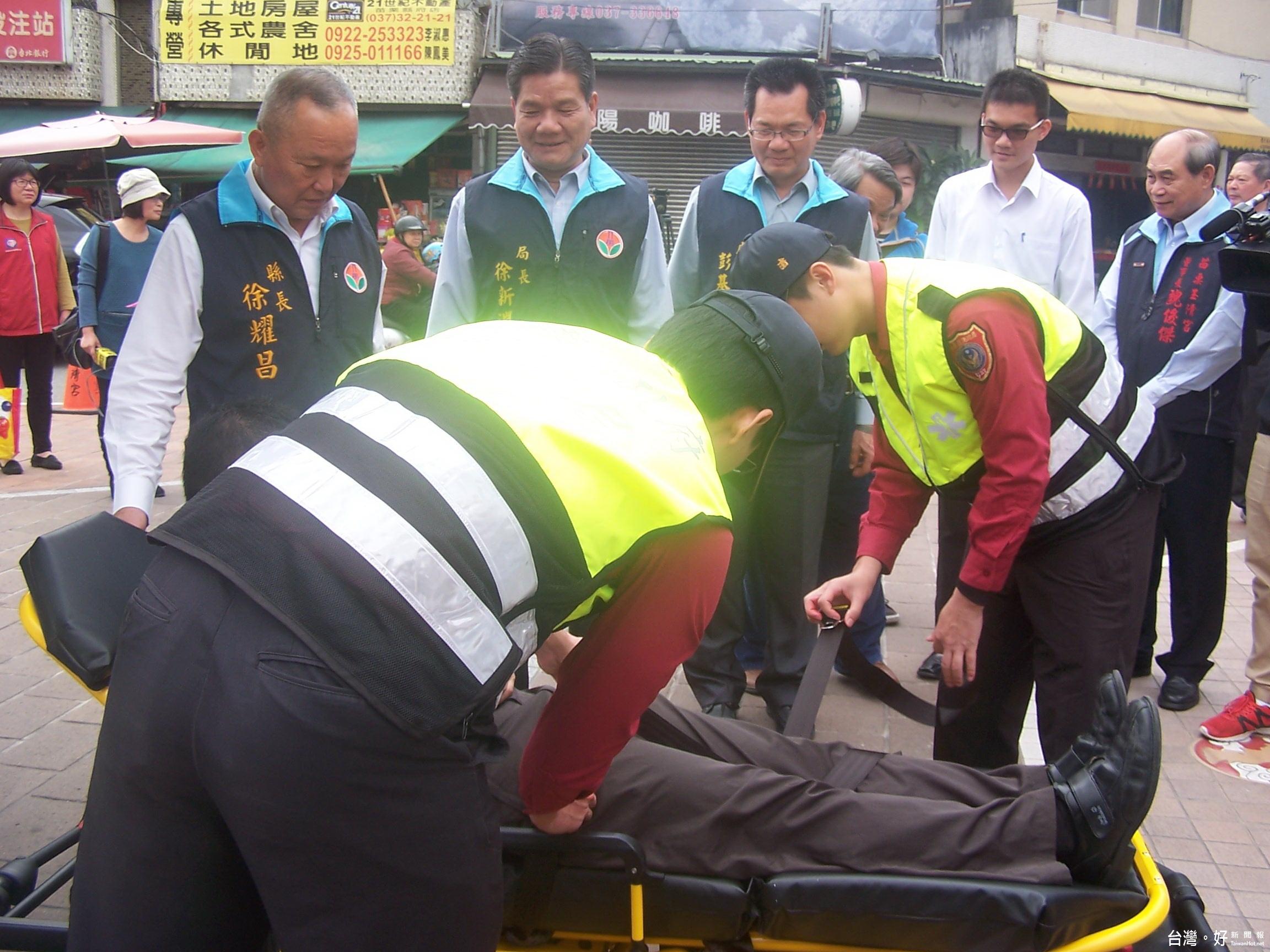 拋磚引玉 玉清宮捐贈苗栗一輛救護車