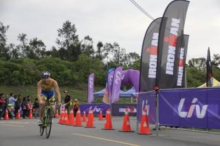 「2017Sinox IRONMAN 70.3 Taiwan鐵人三項國際賽」,18日及19日一連兩天在台東縣林公園活水湖等地舉辦。