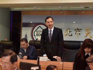 市長朱立倫出席核安監督委員會,親自頒發委員聘書。(圖/記者黃村杉攝)