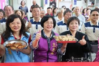 社會處處有温暖 肉品商贈雞肉讓社區老人嘗鮮