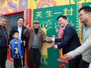 林佳龍市長與彩虹爺爺相見歡