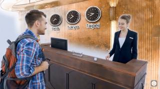 使用IU與國外飯店人員進行溝通情境。(圖/大禹科技提供)