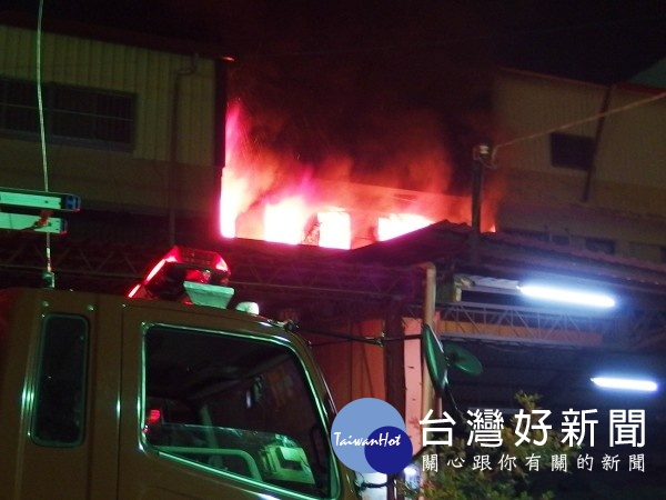 大村鄉住宅凌晨傳火警 惡火吞噬3人救出送醫