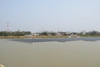 「千塘之鄉埤塘光電綠能計畫」預計3年內在160口、1,650公頃的埤塘,建立太陽光電裝置。