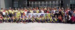 「獅子會工商鐵騎送暖環台行」昨抵達苗栗,受到縣長熱烈的歡迎。(記者許素蘭/攝)
