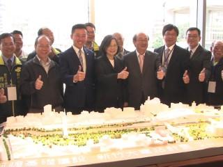 總統蔡英文訪新竹 聽取前瞻計畫簡報