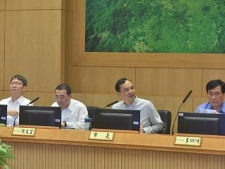朱立倫11日主持市政會議,強調行政院應不分藍綠立場,要公平對待各縣市政府。(圖/記者黃村杉攝)