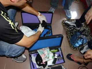 雲林縣刑警大隊偵破販毒及改造槍械案,查獲改造手槍、工具及毒品海洛因、安非他命。(記者陳昭宗翻攝)