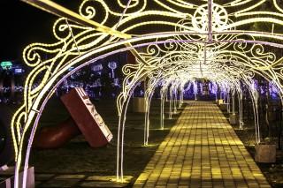 新南向政策來嘉有成,高跟鞋教堂夜間巴洛克光雕燈光秀和台灣小吃迎東協客。