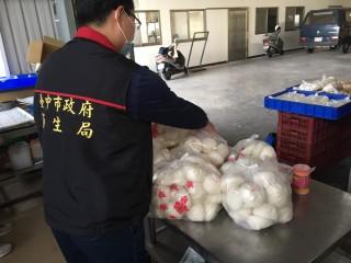 一點也不行!台中衛生局查獲「紅花米」工業染料包子。