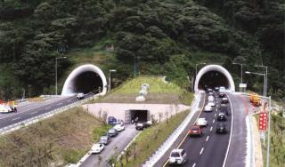 14日國道警察公布雪隧自動化科技執法系統上路近月的取締成果,其中目前的最高超速紀錄為185km/h,龜速車最慢行駛速度為竟只有24km/h,約與人類騎自行車速度相當。(圖/資料照片)
