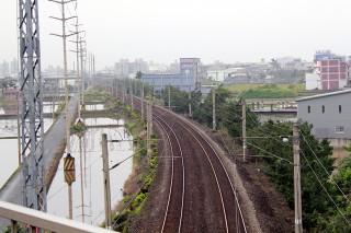 民調顯示多數宜蘭縣民企盼鐵路高架化早日完成。(圖/記者陳木隆攝)