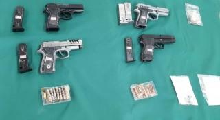 警方查扣手槍4支、彈匣5個、子彈35顆、達姆彈1顆、空彈殼7顆、底火92顆、、撞針及彈簧1批。