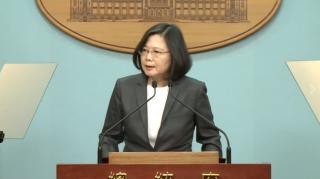 今天剛好是台灣宣布解嚴滿30週年,總統蔡英文15日在臉書上表示,今天是向偉大的台灣人民致敬的時刻,唯有相信人民是讓國家前進的動力,台灣的民主才會不斷往前邁進。(圖/資料照片)