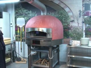 強化學生學習 連鎖餐飲贈世界窯烤爐