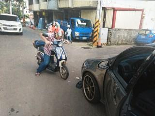 外勞酒後騎自行車被移送。(圖/林重鎣攝)