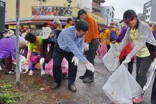 副縣長陳正昇帶領17個機關、學校及志工團體等約600餘人淨灘。