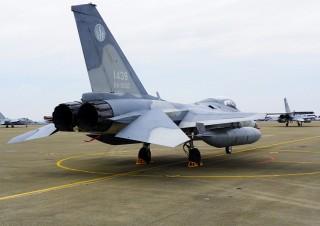 24日上午約10時左右,台南空軍基地一架單座IDF戰機,正進行起飛程序時,飛行員發現起落架輪胎疑似氣壓不足,因此放棄起飛。(圖/Wikipedia,非事件當事機)