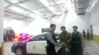警方尾隨方式跟監至平鎮區的產業道路後,立即啟動圍捕行動,當場智擒謝男 。