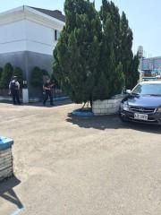 大溪警分局偵查隊幹員及轄區員警在汽車旅館外埋伏,於數小時後將徐姓嫌犯逮捕。(記者陳寶印攝)