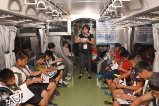 學童搭乘集集支線小火車至彰化二水車站與科普環島列車會合,新穎富創意的科學趣味活動,引起學童們的熱烈互動,盡情享受一趟知性充實的旅程。