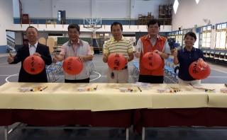 南湖國小百周年校慶歡迎校友和各界好友共襄盛舉。(記者許素蘭/攝)