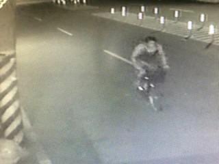 男子竊取腳踏車過程遭路口監視器清楚拍下,警方巧妙運用策略將其逮捕法辦。(記者陳昭宗拍攝)
