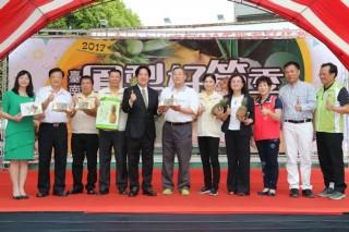 進入第六年的臺南鳳梨好筍季開幕,由市長賴清德主持,民眾熱情參與,非常熱鬧。(圖/台南市政府提供)