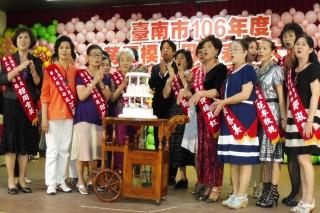 女作家之死,市長參加勞工模範母親表揚大會,表達自己和大家都很難過。(圖/記者黃芳祿攝)