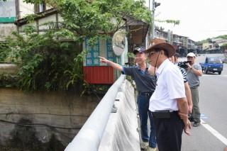 水里鄉拔馬坑溪護岸坍塌,林縣長指示農業處儘速搶修。