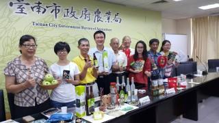 臺南市農業局今夏推出「南夏農村趣盡在臺南」包山、包海行程,適合全家親子旅遊。(圖/記者黃芳祿攝)
