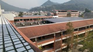 水里商工校舍屋頂建構太陽能光電情景(水商提供)