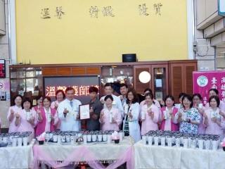咖啡店長王詩雯感謝醫護團隊對母親照顧,送出250杯咖啡奶茶表謝意。