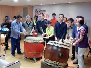 文化局長林寬裕主持國際鼓藝節宣傳記者會。(圖/記者黃村杉攝)