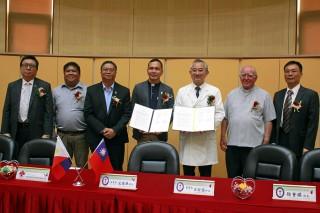 羅東聖母醫院與菲律賓兩家醫院簽署『國際醫療暨社區發展合作備忘錄』。(圖/記者陳木隆攝)