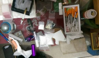 警方兵分20路到雲林縣多個鄉鎮實施搜索、拘提,查獲販毒集團主嫌父子及9名共犯,起出多樣毒品及工具。(記者陳昭宗拍攝)