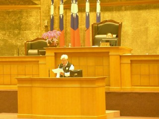 雲林縣長李進勇率領一級主管向議會提出施政報告,感謝縣府團隊、議會及各界的支持與肯定,創造府會和諧新典範。(記者陳昭宗拍攝)