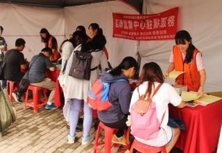 校園徵才博覽會吸引不少「準」社會新鮮人找工作。(記者許素蘭/攝)